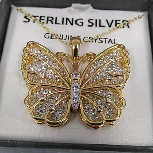 Jewelry - Beautiful butterfly pendant with necklace